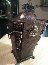 Dk brown leather Box,..(i call it an urn) Edmonton, T5N 1G3