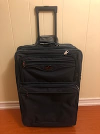 """TRAVEL LUGGAGE SUITCASE! 26"""" Length, 18"""" Width, 10"""" Depth!"""