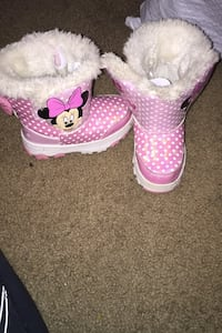 Minnie Mouse size 7 Snow Boots