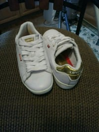 Women's Levi's Shoes Size 5 gold and white great c Gainesville