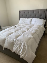 Tufted Queen bed frame. Euless, 76039
