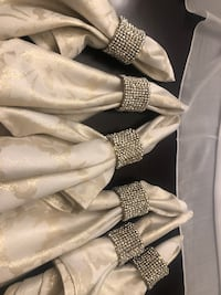 6 napkin rings and gold napkins Mississauga, L5N 5K5