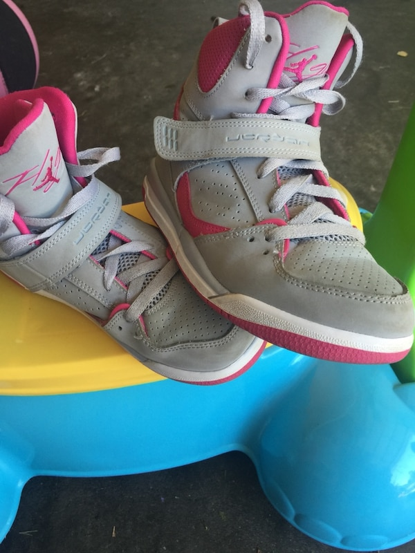 finest selection 3d61a 73238 Gray-pink-white Air Jordan basketball shoes size 3Y