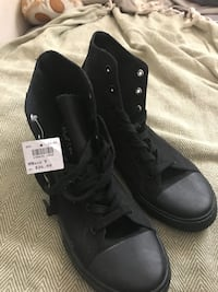 Womans Size 9 *New*