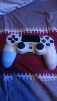 ps4 dual shock controller (white)  Will trade Staten Island, 10305