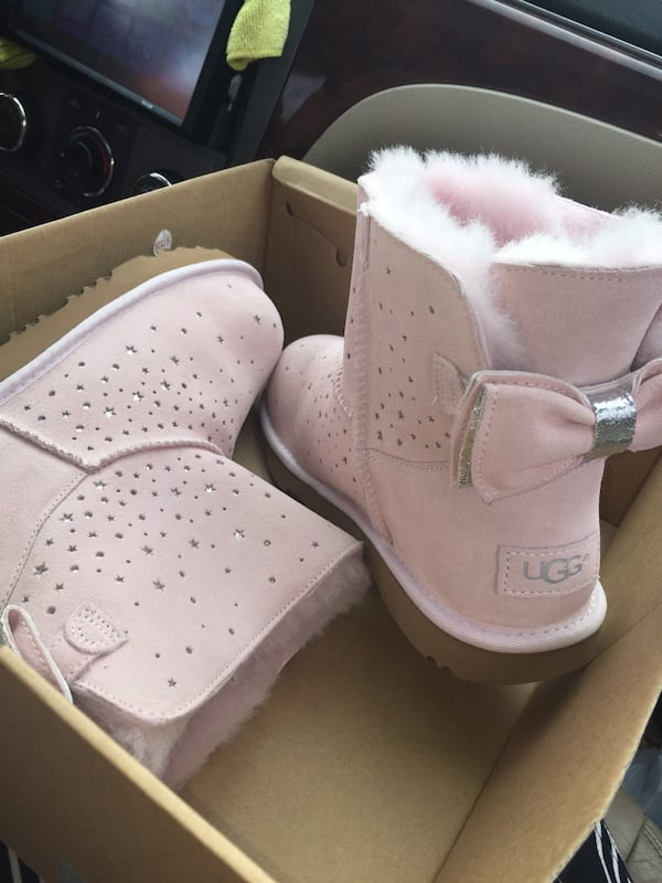 Brand new size 6 Ugg's  1