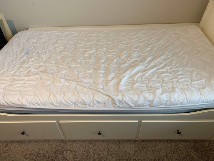 Photo Ikea Hemnes Day Bed with two mattresses