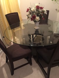 Dining table with 5 matching chairs Woodbridge, 22191