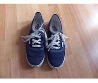 Paar blaue Vans Low-Top-Sneakers Hamburg, 21147