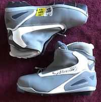 NEW size 8 women's Cross Country Ski Boots - $60