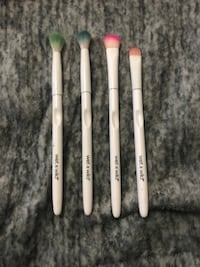 four Wet and Wild makeup brushes Modesto, 95350