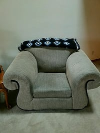 Couch and love seat  Racine, 53402