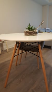 WHITE ROUND TABLE FOR SALE (BRAND NEW) Markham