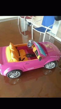 toddler's pink ride-on toy car Bakersfield, 93304