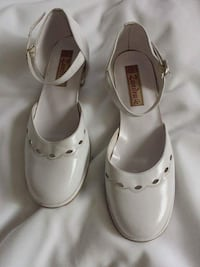 White leather shoes Calgary, T2Y 5H4