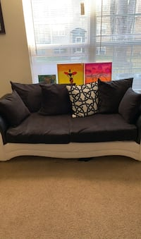 Beautiful black and white couch (much go A.S.A.P