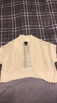Size 6 sweater to wear over a dress or tank top. Johnson City, 37615