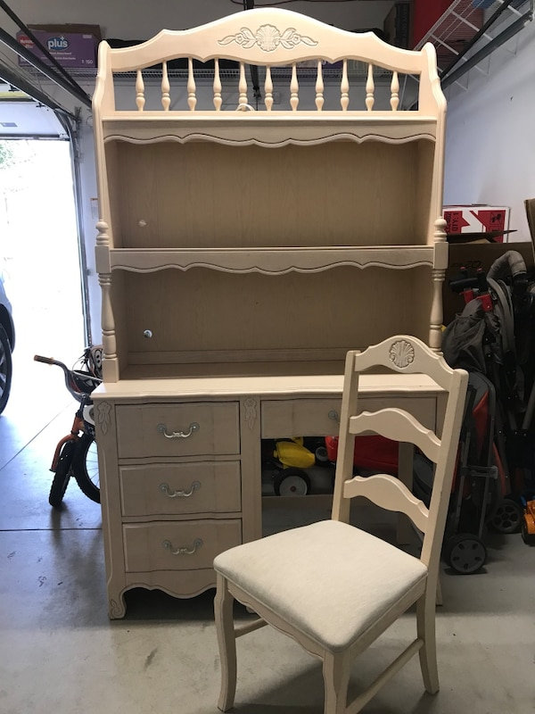 Stanley Furniture Wooden Desk With Hutch And Chair