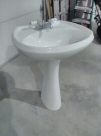 White pedestal sink with faucet. Like new!
