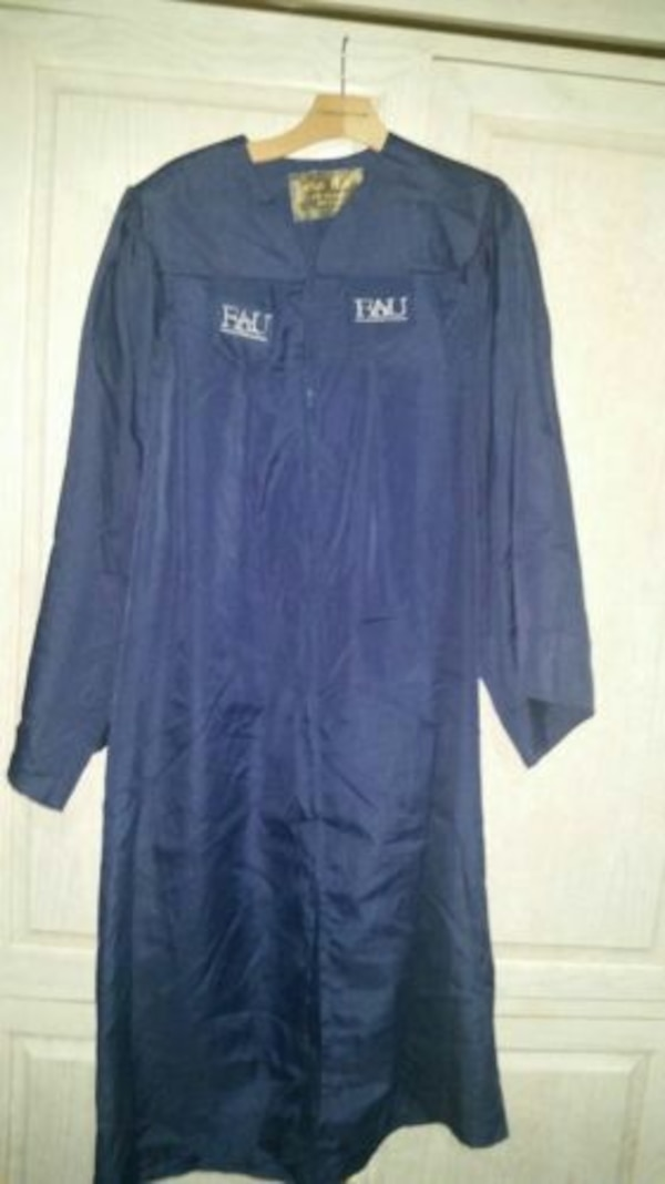 Used graduation gown fau navy oak hall 5\'9 to 5\'11 used for sale in ...