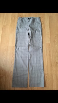 LeChateau Dress Pants Size 6 3479 km