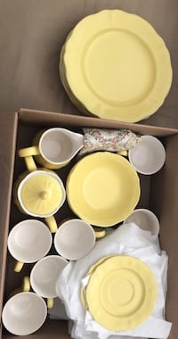 White ceramic dinnerware set in box Woodbridge, 22193