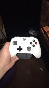 white Xbox One controller with box North Las Vegas, 89032