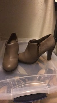 pair of brown leather booties Clovis, 93619