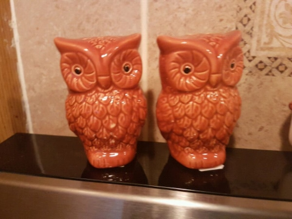 """4"""" two brown ceramic owl salt and pepper shakers 8f079b7d-ba40-4d34-9318-a0340bfb3910"""