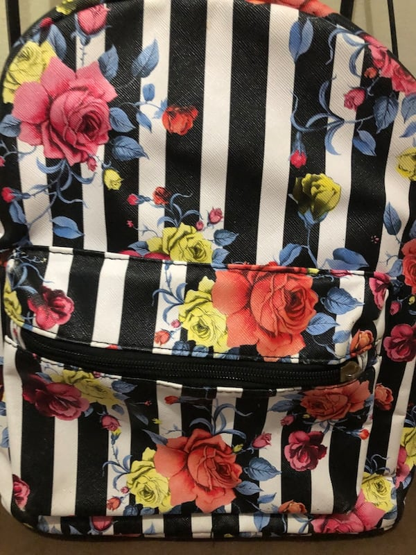 Floral purse/backpack 6f3594ac-2a01-4254-9785-45ee3bb2003b