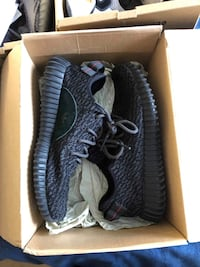 pair of black Adidas Yeezy Boost 350 in box Pincourt, J7W 9T2