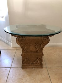 Living room end table   La Quinta, 92253
