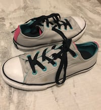 Pair of gray-and-white low top sneakers Winnipeg, R3Y