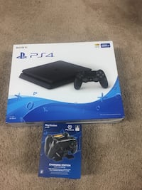 Ps4 with charger station  Woodbridge, 22191