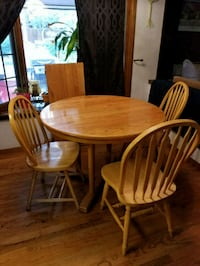 Wood table with 3 chairs and an expansion leaf Northglenn, 80234