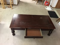 Wooden center table with a draw in it Columbus, 43081