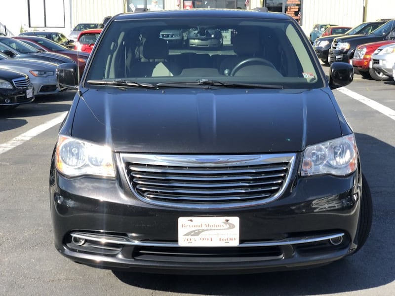 Chrysler Town & Country 2014 1