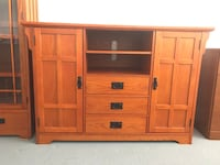 Multimedia TV stand with super roomy cabinets Miami Beach, 33141
