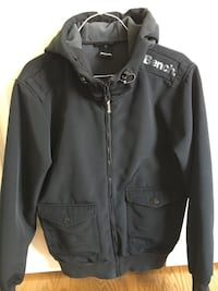 Bench Ladies Black Jacket. Like New Condition. Draw strings on the hood. 2 Snap pockets at front. Fleece lining. Great Jacket. Size Medium Cochrane, T4C 1K6