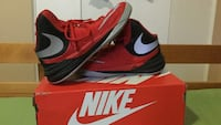 pair of black-and-red Nike basketball shoes with box Montréal, H1G 1T1