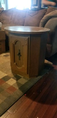 End table  Clarksville, 47129