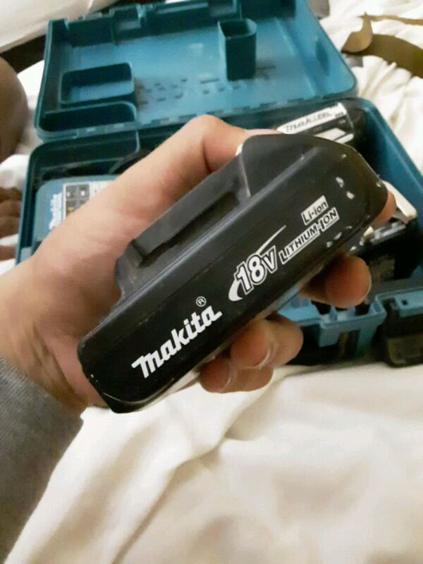 Makita drill box set with charger and two batterie 0624330c-2edd-4efa-8ef8-b1f4cc181d9d