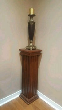Beautiful solid wood pillar with candle holder Newmarket, L3X 2Z8