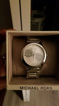 round silver-colored analog watch with link bracelet Jacksonville, 32244