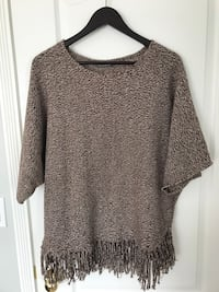 women's gray scoop-neck shirt Surrey, V4N 3W2