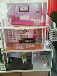 white and pink plastic doll house Montgomery Village, 20886