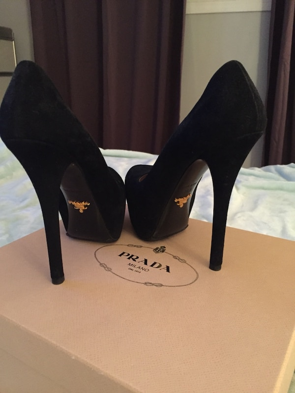 AUTHENTIC NEVER WORN PRADA 36.5 Pumps