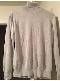EUC Silver Turtle Neck Sweater - Large Milton