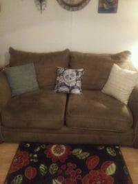 Love seat like new, pick-up only Tullahoma, 37388