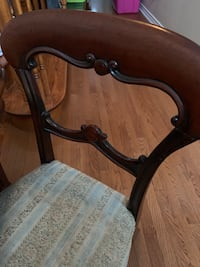 Mahogany dining table and 8 chairs. Leaf extension included  Cobourg, K9A 5Y7